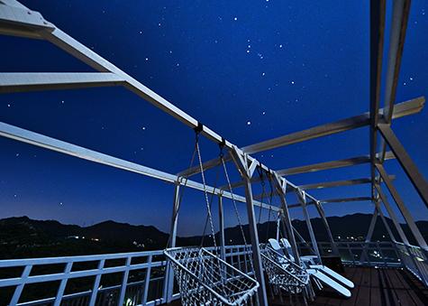 屋上の展望デッキ「星のテラス」